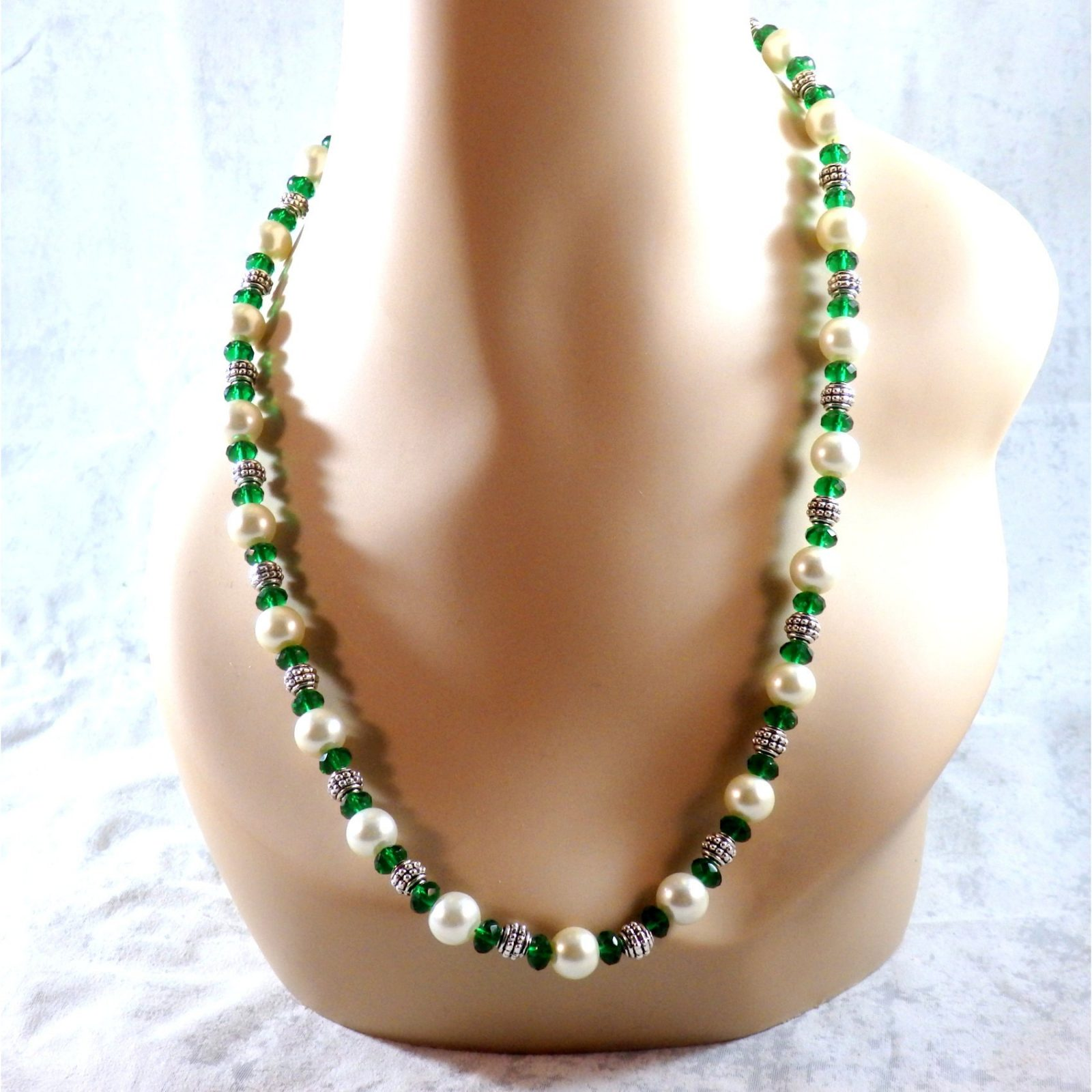Green and White Beaded Glass Necklace with Silver Tone Accents 839b