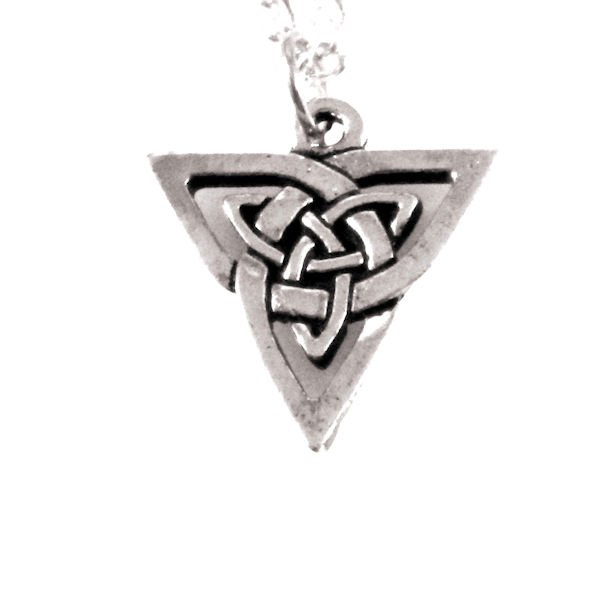 Triangle knotwork necklace 1520